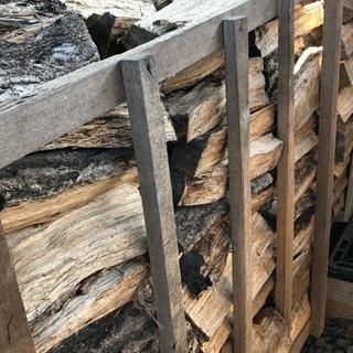 三重県鈴鹿産の乾燥薪(針葉樹ミックス)、香りの良い桜薪