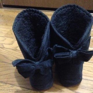 リボン付き黒ブーツ