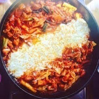 自宅で韓国料理チーズタッカルビ、ホットック、キムチ