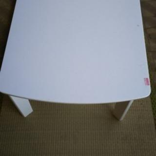 白基調のお洒落なコタツテーブル