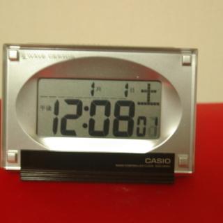 再々再値下げ コンパクトで精巧な電波置時計