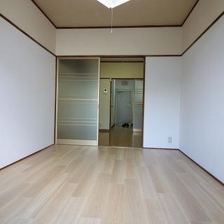 松山大学生向け徒歩5分(御幸キャンパス)。電化製品3点プレゼント、一人暮らしにはゆとりのある2K。キッチン新調、家賃3.3万円 敷金・礼金ゼロ、3月末までフリーレント、2階東向きで日当たり良好、眺め良し。  - 松山市