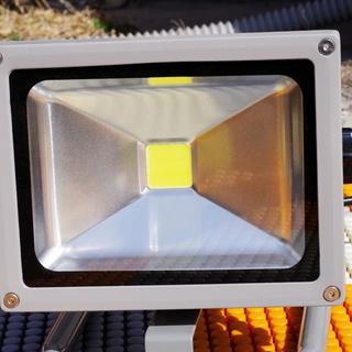LED投光器(明るさに感動) 20W スタンド型 組み立て済み ...