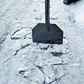 頑固な氷割りいたします!屋根の雪下ろしも可‼️
