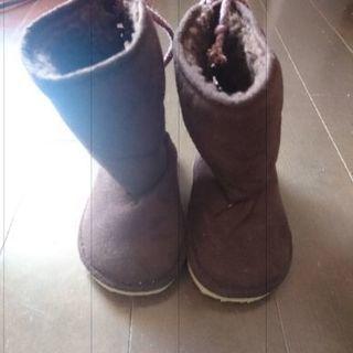 新品ブーツ14センチとOSHKOSHブーツ14.5センチ