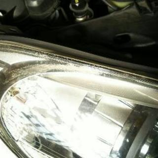 ヘッドライト クリーニング。車のヘッドライトの黄ばみ、くす…
