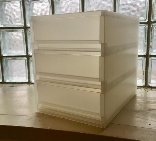 無印良品のポリプロピレン収納ケースを使った、カウンター下の収納