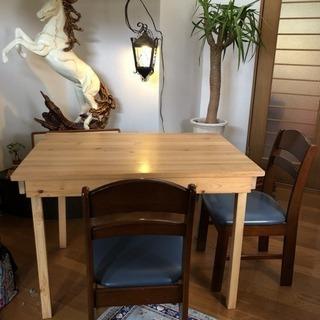 木製テーブルと 椅子二脚 セット