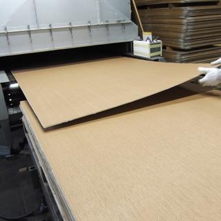 機械による木材塗装の工場作業員募集 未経験OK アットホームな会社です