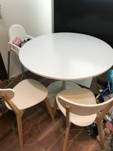 Ikea ラウンドテーブル 丸 ダイニングテーブル モノトーンコーデ 真っ白