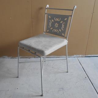 シャビー感のある アイアンフレームの椅子 【リサイクルショップサルフ】