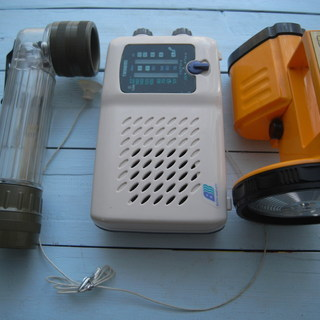 値下げ品 防災用ラジオと中型及び小型照明ライトの三点セット