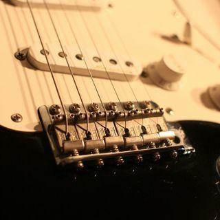 生カラオケ企画に興味あるギター、ベース、DJやられている方