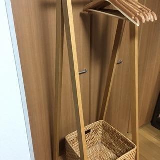 【引越しのため期間限定】無印良品 木製ハンガーラック(カゴ付き)の画像