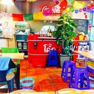 猫ちゃんたちと過ごすポップなタイ料理食堂の画像