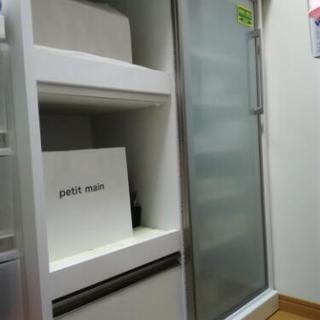 シマチュウ キッチンカウンター 食器棚 スライド式扉 白 幅90センチ