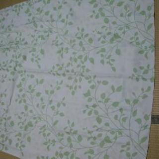 新生活応援 葉っぱ柄 薄い緑系のカーテンセット