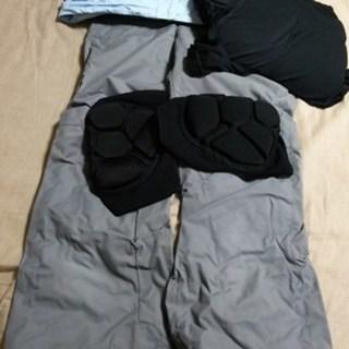スキーウェア+尻膝プロテクター