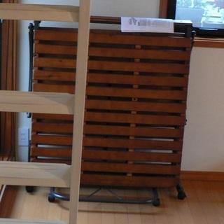 折りたたみ式すのこベッド(シングルサイズ、キャスター付)