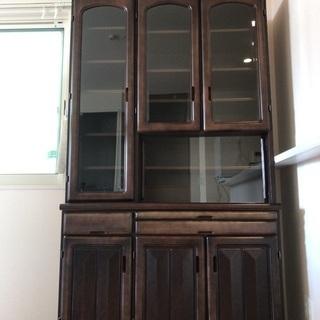 大至急!まだまだ綺麗!丈夫な作りの食器棚 - 家具