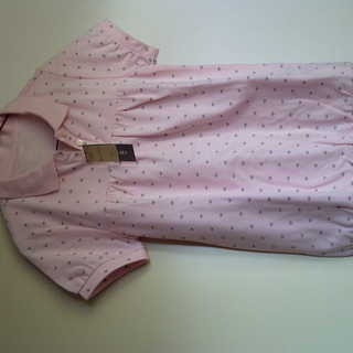 ピンク色のシャツ《新品》半袖