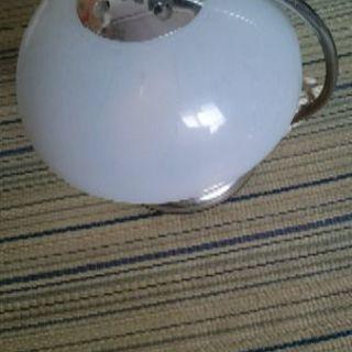 タッチ式の卓上ランプ