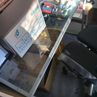 ガラスパソコンデスク