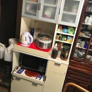 食器棚 カップポード  搬出しやすい。