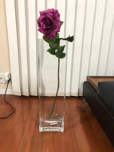 暮らしに溶け込みやすい無印良品アイテムだからこそ、お花もおしゃれに飾れて楽しい日々に。やっぱり、お花が近くにあるといいですね。