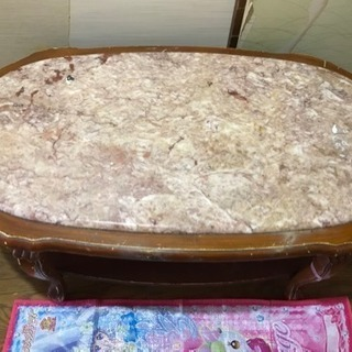 大理石のテーブルです。