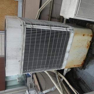 エアコン室外機の撤去および処分 エレベーターなしの階段手降ろしです。