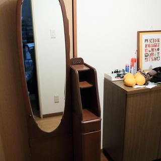 大塚家具で購入した鏡台を差し上げます。