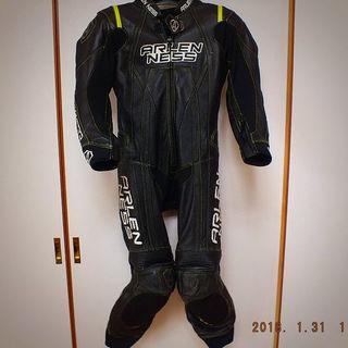 ARLENNSS レーシングスーツ売ります。
