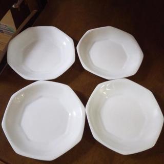 ヤマザキパンのお皿。4枚 4月いっぱいで処分予定