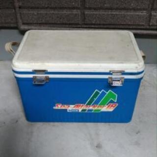 値下げしました。クーラーボックス+海釣り道具