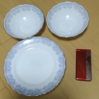 お皿(3枚)、ボウル2つ
