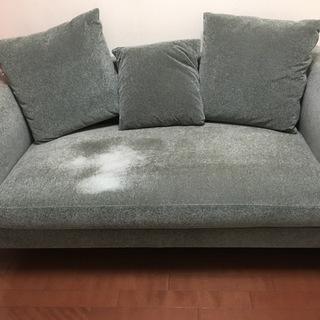 ラグジュアリーな雰囲気のソファをお譲りします