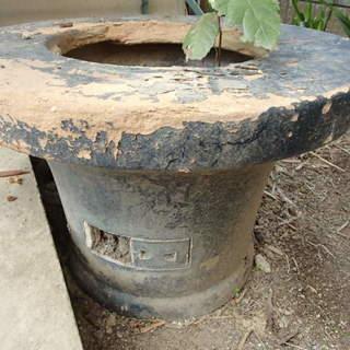 古い練炭火鉢