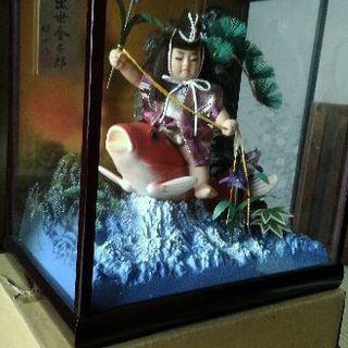 鯉に乗った金太郎人形