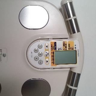 オムロン 体脂肪計測可能な体重計 譲ります - 家電