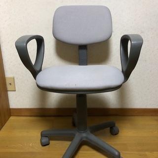 グレー 椅子の画像