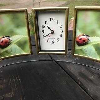 曲面 ガラス製の写真立て と置き時計