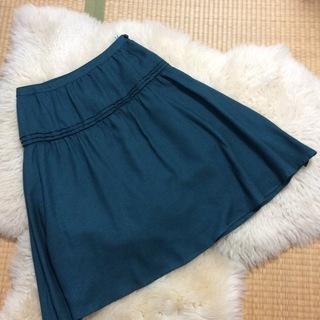 グリーンのスカート