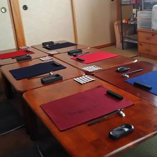 八千穂の別荘の中の静かな教室で一緒に書道楽しみませんか?