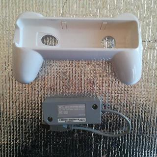 Wii周辺機器 LAN ADAPTER と コントローラー横持ちで...