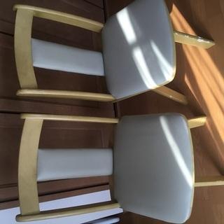 回る椅子2脚(犬噛み後あり)