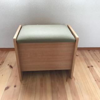 商談中  無料!!  小さな椅子  収納付き  22日