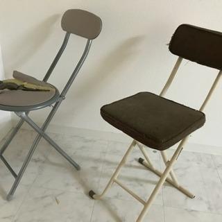折りたたみ椅子 壊れています