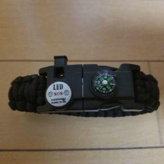 新品、LEDライト・方位磁石付パラコードブレスレット、サバイバルツール