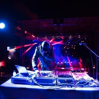 【DJ急募!!】DJをしながらお金がもらえるという夢のようなお仕事...